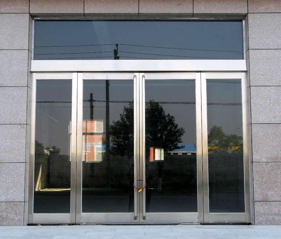 烟台玻璃门在安装时要小心什么